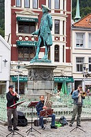 Musicians in Vagsallm Square, Bergen, Hordaland District, Norway, Scandinavia, Europe