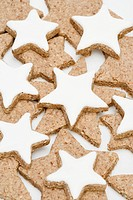 Cinnamon stars with and without icing