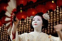 Miyako_Odori, Maiko dance by a Geisha candidate in spring, Gion District, Kyoto, Japan, Asia