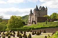 Schloss Buerresheim castle on a rocky spur in the Nettetal valley, municipality Sankt Johann near Mayen, Rhineland-Palatinate, Germany, Europe