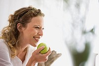 middle_aged woman eating a apple