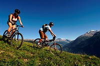 mountain biking pair in Savoy, north Alps mountains, France, Savoie, Tarentaise
