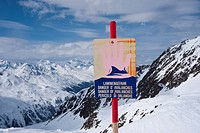 Avalanche warning sign, ski resort, Obergurgl, Hochgurgl, Oetztal Valley, Tyrol, Austria