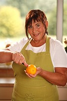 Woman with orange / knife, cutting
