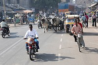 Traffic, main street, Agra, Rajasthan, North India, Asia