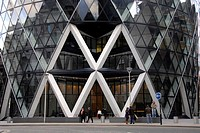 30 St Mary Axe, Gherkin, Swiss Re Tower, entrance, people, London, England, Great Britain, Europe