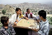 yemen, Ta´izz, Society game near the bus stop