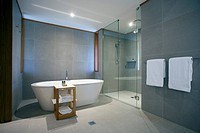 Qualia Resort. Bath room of typical bungalow.