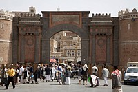 Bab El Yemen, historic town gate, made of brick clay, historic centre of San'a', UNESCO World Heritage Site, Yemen, Middle East