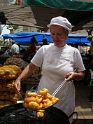 woman cooking snacks on the market, Spain, Balearen, Majorca, Alcudia