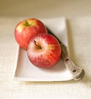 Apples and knife on platter, close up