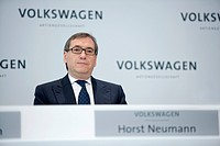 Dr. Horst NEUMANN, member of the board human resources of Volkswagen AG, during annual earnings press conference, WOLFSBURG, GERMANY, 13.03.2008.