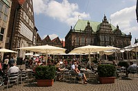Sidewalk cafe in the market square in front of the town hall, Bremen, Germany, Europe