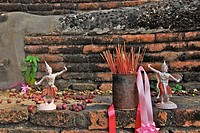 Offerings and incense sticks, Wat Phra Si Sanphet, Ayutthaya, Thailand, Asia