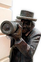 statue of photographer as paparazzo