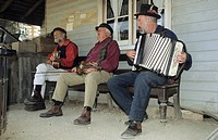 Street musicians in Sovereign Hill, Ballarat, Victorian Goldfields, Victoria, AUS