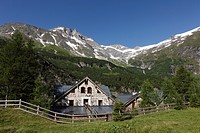 Ammererhof farm in Kolm-Saigurn in Huettwinkltal, Hoher Sonnblick mountain of the Goldberg Group behind, Hohe Tauern National Park, federal state of S...