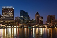 USA, Maryland, Baltimore, Inner Harbor, city skyline, dusk