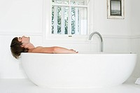 Man lying in a bathtub (thumbnail)