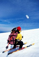 Mount Hood National Forest, Oregon, USA, Kite skiing on mountain