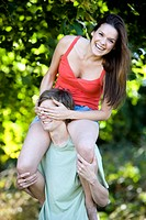 A young man carrying his girlfriend on his shoulders (thumbnail)