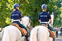 polizia locale a cavallo, milano, lombardia, italia