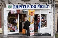 A shop called ´Thistle Do Nicely´ in Edinburgh, Scotland
