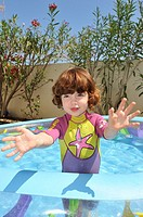 Child who can swim in the pool in the garden