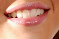 Close of of woman´s smiling mouth and teeth
