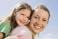Germany, Bavaria, Munich, Mother and daughter 6_7 portrait, close_up
