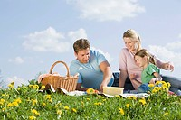 Germany, Bavaria, Munich, Family having picnic