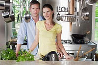 Germany, Hamburg, Couple in kitchen