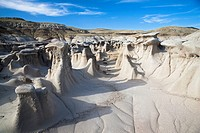 USA, New Mexico, Bisti Wilderness Area, Hoodoos in landscape