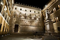 Salimbeni Square by night, Siena, Tuscany, Italy