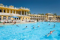 People in open_air swimming pool, People swimming in open_air pool of Szechenyi_Baths, Pest, Budapest, Hungary
