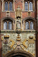 England, Cambridgeshire, Cambridge, The Great Gate 1516 of St John´s College, Cambridge, adorned with the arms of the foundress Lady Margaret Beaufort...