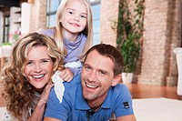 Germany, Cologne, Family in living room, laughing, portrait, close_up