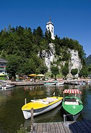 Austria, Salzkammergut, Traunkirchen on Lake Traunsee, Johannesberg Chapel in background