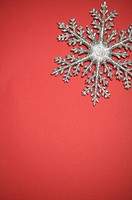 Snowflake in red background (thumbnail)