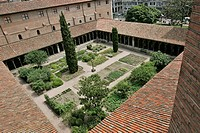 CLOISTER OF THE FORMER CONVENT DESIGNED BY VIOLLET_LE_DUC, THE AUGUSTINS MUSEUM, FINE ARTS MUSEUM, TOULOUSE, HAUTE_GARONNE 31, FRANCE