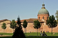 RAYMOND VI GARDEN WITH THE CHAPEL AT THE SAINT JOSEPH HOSPITAL, CITY OF TOULOUSE, HAUTE_GARONNE 31, FRANCE