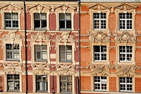 DECORATED FACADES OF THE BUILDINGS ON THE MAIN SQUARE LA GRANDE PLACE, FLEMISH BAROQUE ARCHITECTURE, PLACE DU GENERAL DE GAULLE, LILLE, NORD 59, FRANC...