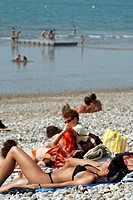 TANNING SESSION, SUMMER AMBIANCE ON THE SHINGLE BEACH, LE HAVRE, SEINE_MARITIME 76, NORMANDY, FRANCE