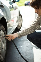 Inflating car tire (thumbnail)