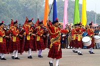 India, New Delhi, military fanfare (thumbnail)