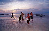 Childs surf on the beach, Bohol Sea Pacific Ocean Panglao Island Bohol, Philippinen