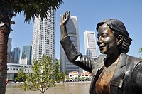 Singapore: part of the sculpture ´From Chettiars To Financiers´ along the Singapore River´s bank
