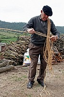 Craftsman doing a wiper rope.