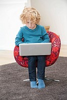 Boy using a laptop (thumbnail)