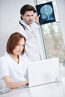Doctors working in an office (thumbnail)